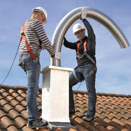 travailleurs sur toit